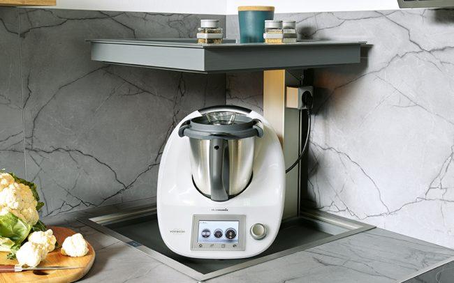German Kitchens Cardiff - Mechanical Lift Corner Solution